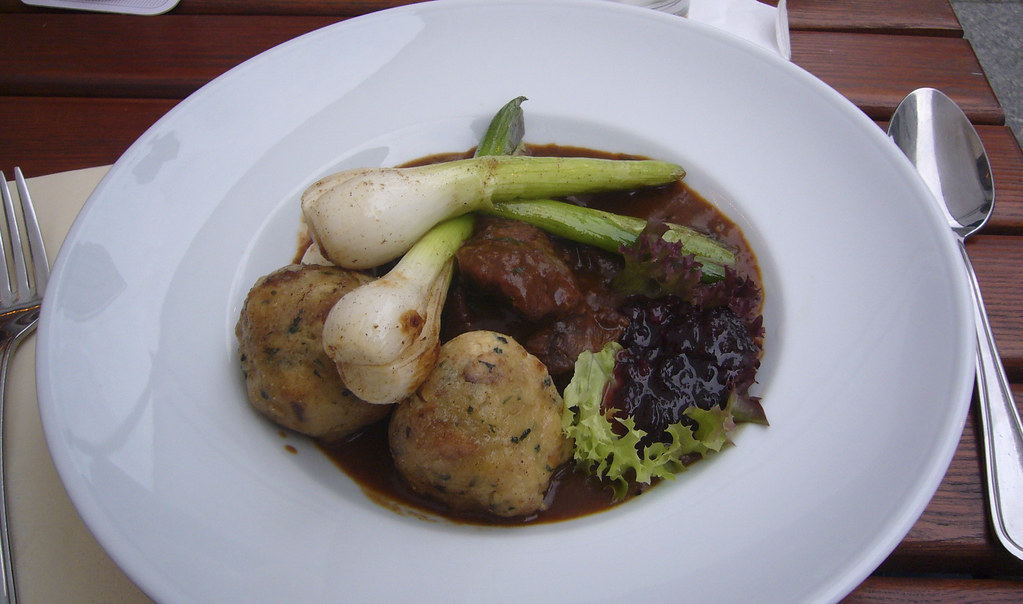 Deer goulash, dumpling, leeks, cranberries