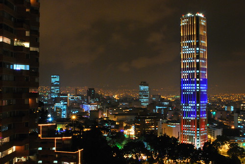 building southamerica night skyscraper noche nikon colombia bogota nightscape bogotá edificio nocturna nightview kolumbien rascacielos suramerica d60 suramérica colpatria torresdelparque nikond60 torrecolpatria rascalcielos