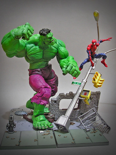 Icons_Hulk_vs_Toybiz_Spidey