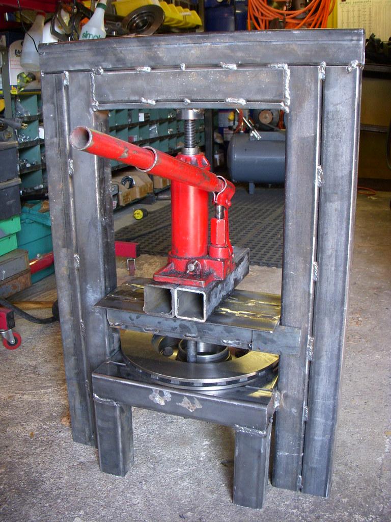 Homemade hydraulic press a photo on flickriver for Mini pressa idraulica
