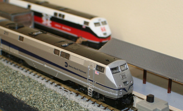 5733526537 also P42 furthermore Amtrak Superliner Sleeper Car Layout furthermore Kato N Scale Amtrak Phase IVb Superliner 4 Car Pasenger Set B 1063516 p 277 together with 172120467131. on kato n scale amtrak p42