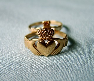 A Claddagh Coupling