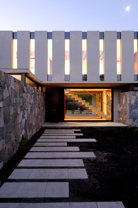 Casa fleischmann mas y fernandez arquitectos tecno haus for Casas modernas hormigon visto