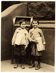 Lewis Hine: Willie Cohen and Max Rafalovizht, 8 years of age, newsboys, Philadelphia, 1910