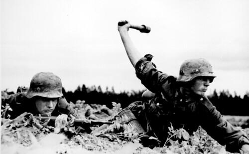 [フリー画像素材] 戦争, 兵士, ドイツ軍, 第二次世界大戦, モノクロ ID:201112170000
