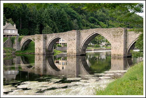 FRANCE Entraygues -sur-Truyere Le pont sur le Lot