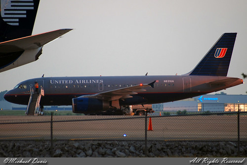 sunset airplane photography airport nashville aviation flight jet airbus sanfransisco ua unitedairlines a319 katl kbna airbusa319 a319131 airportramp n831ua weatherdiversion