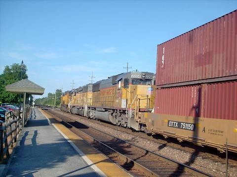 Eastbound Union Pacific intermodal train. Glen Ellen Illinois. July 2007. by Eddie from Chicago