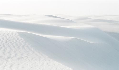 ホワイトサンズの真っ白な砂の風景