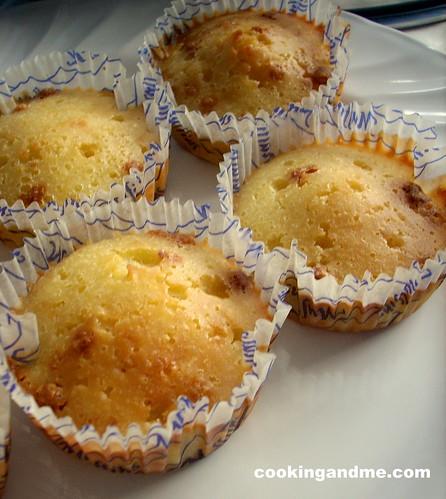 Basic vanilla cupcakes vanilla sponge cupcakes recipe for Basic vanilla sponge