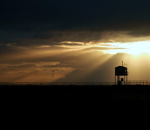 sea summer water silhouette wales clouds docks sunrise dawn bay cardiff barrage sunbeams welshflickrcymru thegroovster