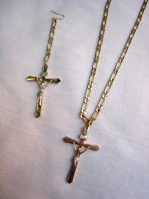 耶稣钉十字架金色项鍊和耳环