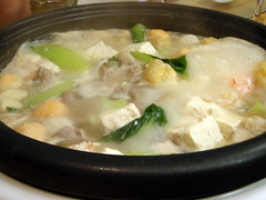 steamed rice(0.0), produce(0.0), congee(0.0), food(1.0), dish(1.0), soup(1.0), cuisine(1.0), nabemono(1.0),