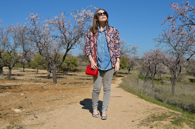 lara-madlula-blog-jeans-shirt-red-bag-michael-kors