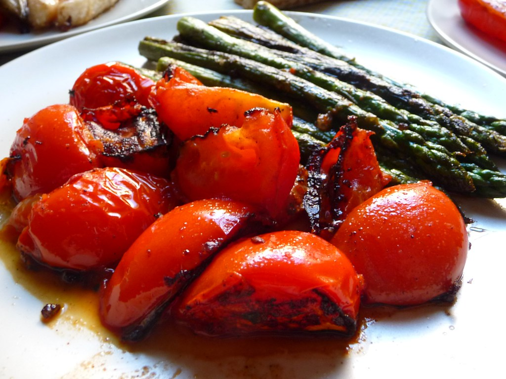 plate of grilled tomato and asparagus