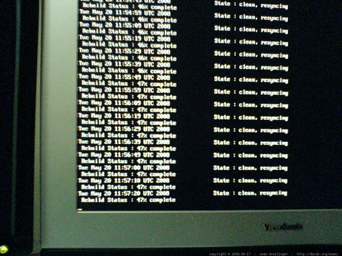 2 terabyte RAID resyncing   linux evms / lvm   DSC00781