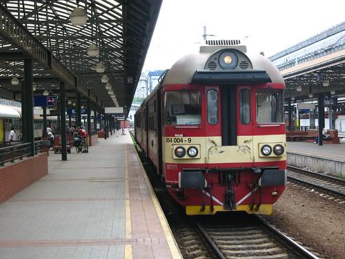 Praha hlavní nádraží and DMU class 854