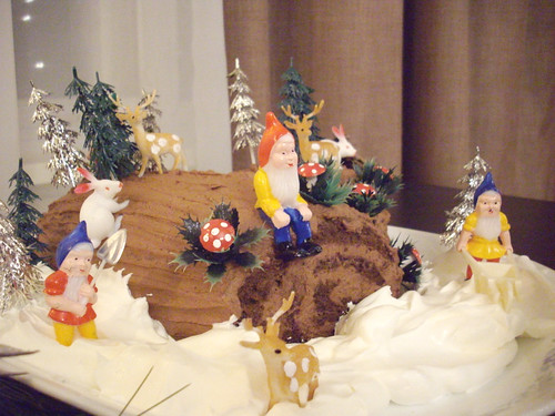 Gnomes, deer, bunnies and trees are on this cake!