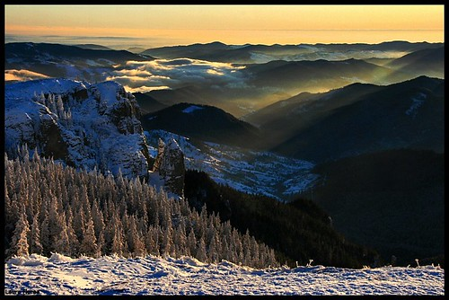 winter wild snow mountains nature sunrise landscape nationalpark natural romania sunrays ceahlau peisaj carpathianmountains vanagram laurapistrui romaniannationalpark