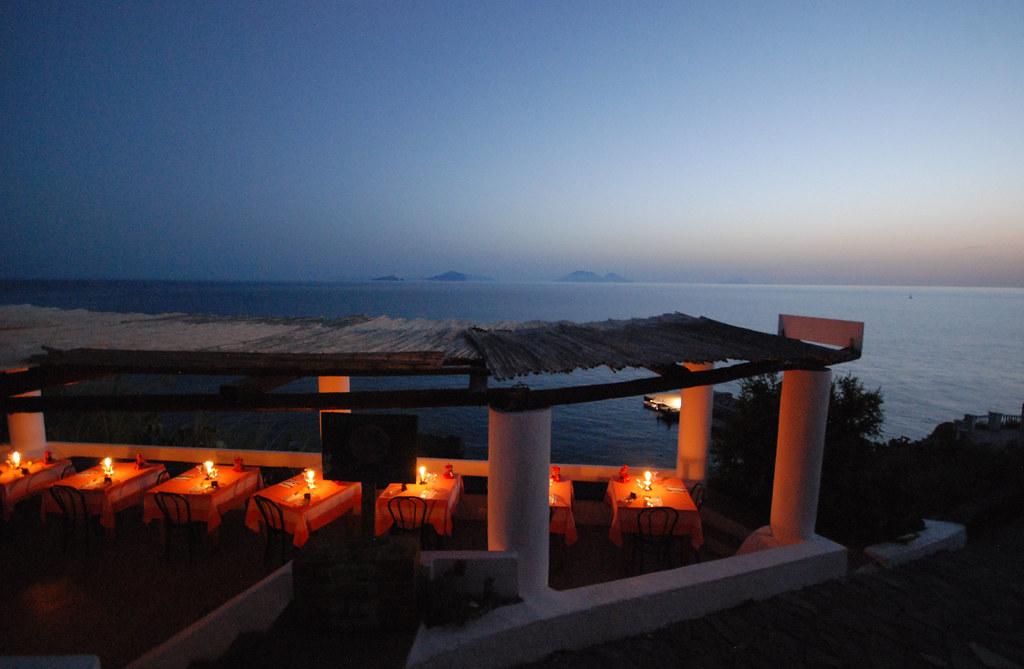 le isole Eolie al tramonto viste da Ginostra