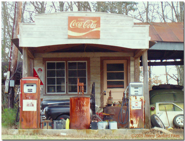 Old Service Garages : Photo