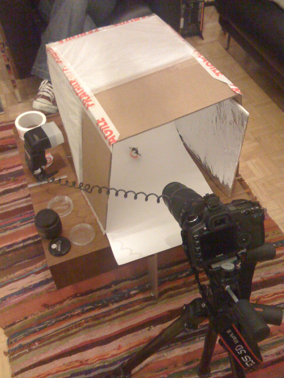Improvised light tent for macro photography