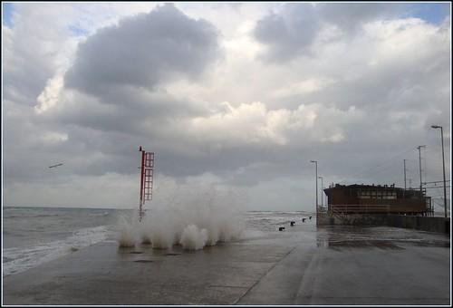 italy mar italia nuvole mare rimini céu cielo nuvens azzurro bianco molo ondas onde romagna mareggiata dedicata valeriolanci yourcountry sonydscw170 100commentgroup
