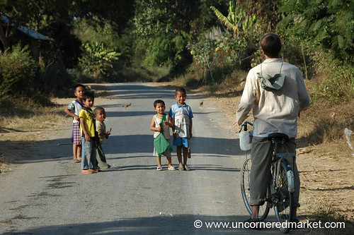 Kids on the Road - Inle Lake, Burma