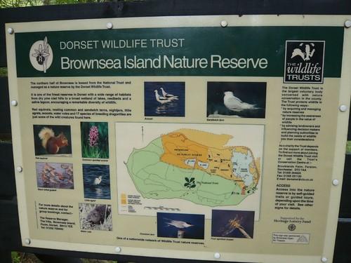 白浪島的所有權雖然是屬於英國國民信託,但國民信託組織仍依其島內資源特色的不同,而進行分區管理,例如在潟湖區就委託野生物信託組織管理維護。