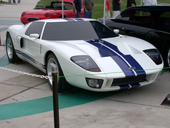 race car(1.0), automobile(1.0), vehicle(1.0), automotive design(1.0), ford gt40(1.0), ford gt(1.0), ford(1.0), land vehicle(1.0), supercar(1.0), sports car(1.0),