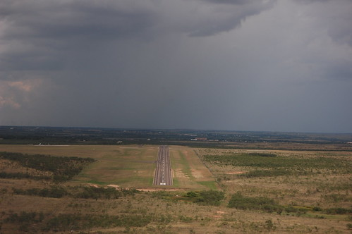 storm rain weather digital flying airport nikon texas landing approach runway snyder d40 texasflyer winstonfield