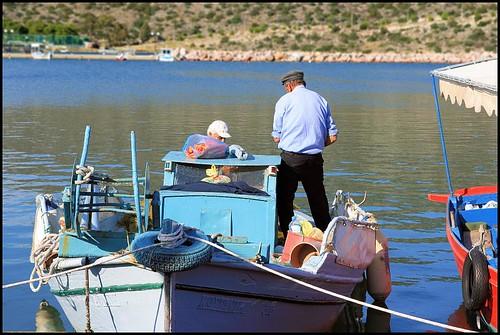 port geotagged harbor boat europe fishermen hellas greece handheld peloponnese workboat ermioni tamron1750 1750mm tamronspaf1750mmf28xrdiiildasphericalif geo:tool=gmif random6 gr08 peloponnesemodern geo:lon=23250546 geo:lat=37385640