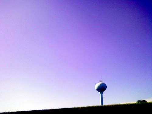 cameraphone sky watertower takenwhiledriving myobsession postcardsfromnowhere neougly pa113 frameismorethantwothirdsempty