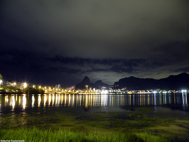 NOTURNA NA LAGOA (Lagoa at night)