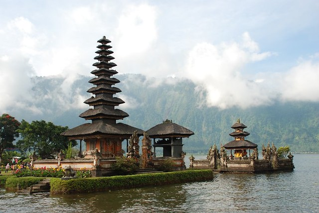 2008-0608 (7119) Ulun Danu Temple by Jennifer, on Flickr