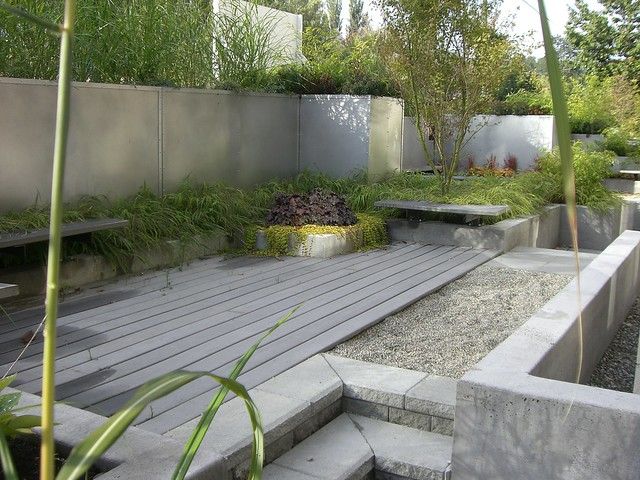 Contemporary townhouse landscape flickr photo sharing for Townhouse landscaping