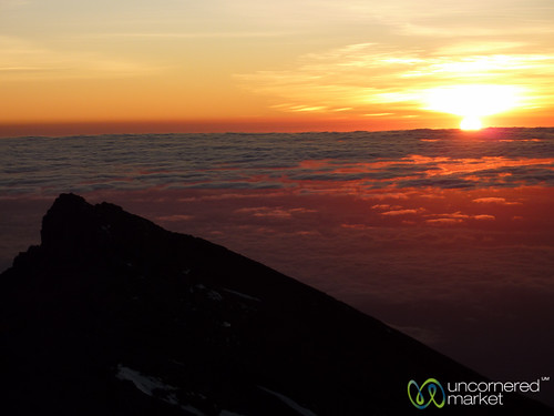 africa sun mountains kilimanjaro mtkilimanjaro clouds sunrise tanzania dawn mountkilimanjaro summit eastafrica gadv summitday marangutrail dna2tanzania