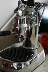 espresso(0.0), wheel(0.0), optical instrument(0.0), drink(0.0), machine(1.0), espresso machine(1.0), small appliance(1.0),