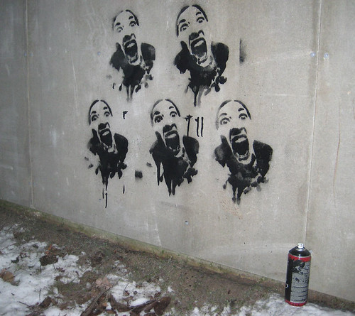Screaming girl, 5 times on the wall