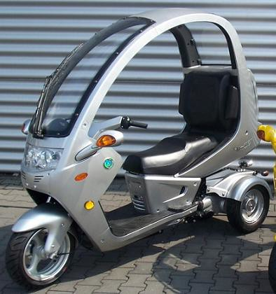 Three wheel motor scooter flickr photo sharing for Motor scooter 3 wheels