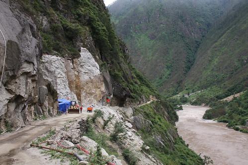 位於西藏松塔水電站的施工和道路建設工程,靠近雲南省邊境和世界遺產三江並流。(圖片來源:International Rivers)