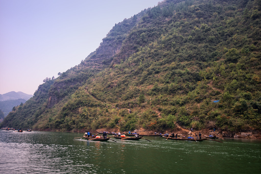 Peapod boats tour on Shennong Stream, Yangtze River, China