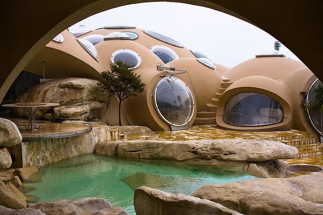 Maison bulles d 39 anti lovag flickr photo sharing for Maison en bulle