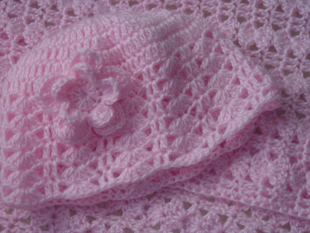 Crochet: Make a crochet scarf with a free p