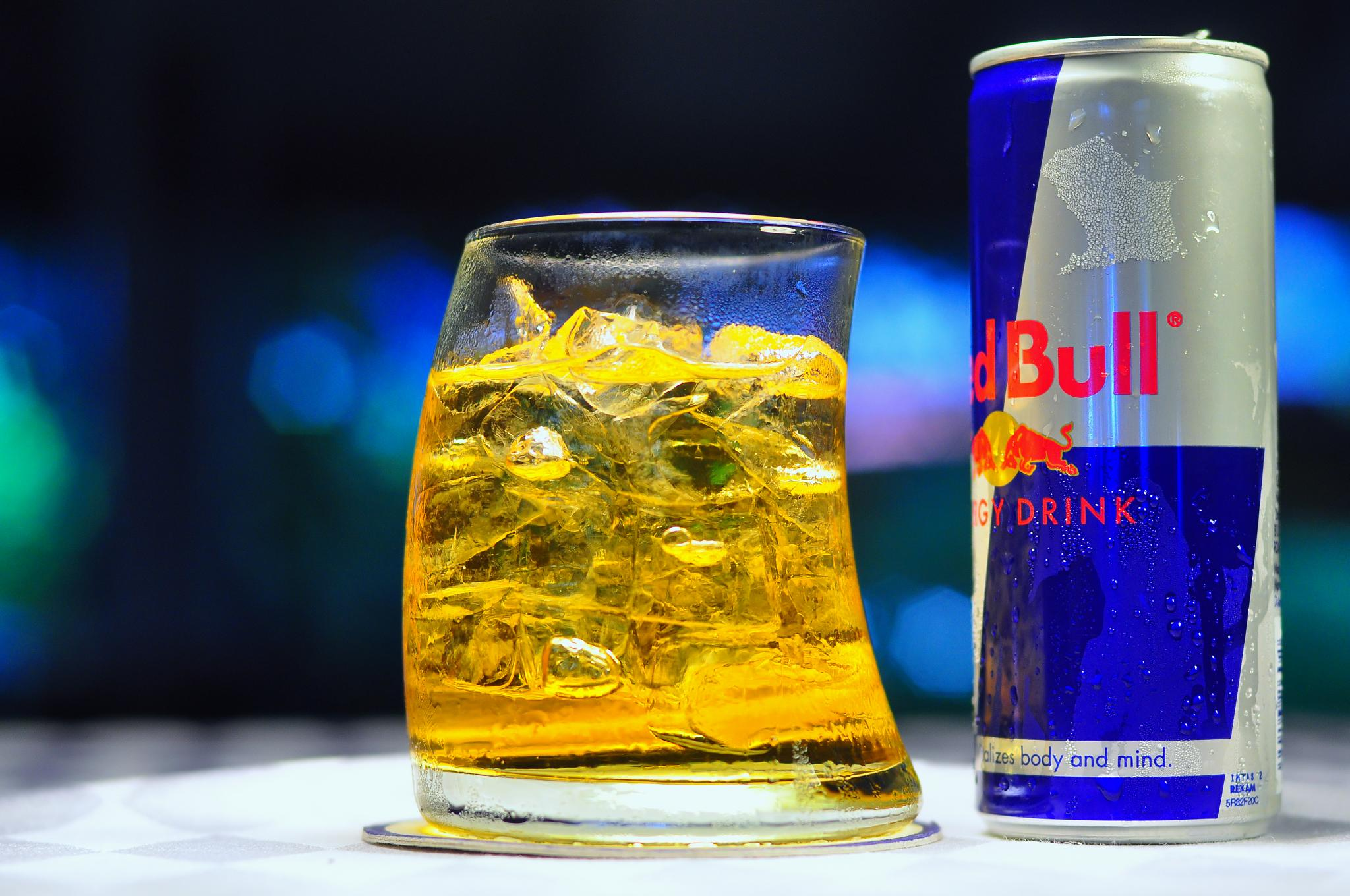 Red bull give you more than just wings does red bull for Great vodka mixed drinks