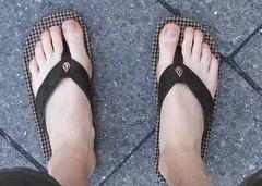 hand(0.0), outdoor shoe(0.0), arm(0.0), shoe(0.0), barefoot(0.0), sandal(0.0), human body(0.0), thigh(0.0), footwear(1.0), finger(1.0), limb(1.0), leg(1.0), foot(1.0), nail(1.0), toe(1.0),
