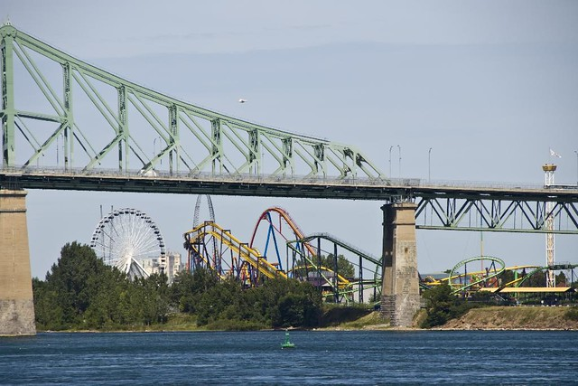 Rolercoasters behind Jacque Cartier bridge (IMGP5904)