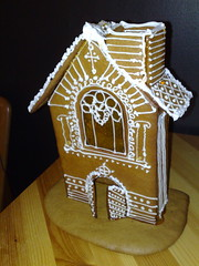 christmas decoration(0.0), snack food(0.0), gingerbread house(1.0), gingerbread(1.0), food(1.0), icing(1.0),