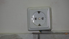 electronic device(0.0), lighting(0.0), white(1.0), ac power plugs and socket-outlets(1.0), electronics(1.0),
