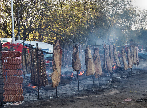 El Gran Asado | The Great Barbecue [Necochea, Argentina] by katiemetz, on Flickr